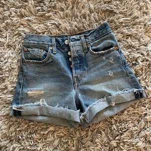 Levi's high wasted cuff shorts Sz. 24